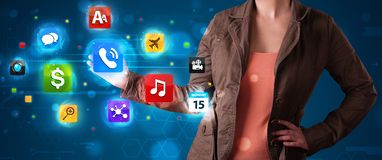 Женщина отжимая различное собрание высокотехнологичных кнопок Стоковые Изображения