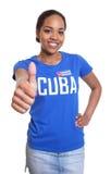 Женщина от Кубы показывая большой палец руки вверх Стоковая Фотография RF