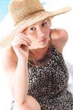 Женщина отдыхая на пляже Стоковое Изображение RF