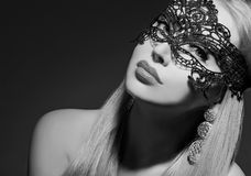 Женщина очарования в маске Стоковые Фотографии RF