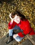 женщина пальто симпатичная красная Стоковые Фото