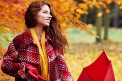 женщина парка осени красивейшая Стоковое Фото