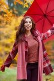 женщина парка осени красивейшая Стоковые Изображения RF