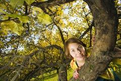 женщина парка осени Стоковое Изображение