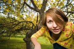 женщина парка осени стоковые изображения rf