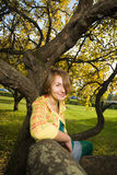 женщина парка осени стоковое изображение rf