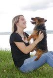 женщина парка собаки Стоковое Изображение RF