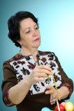 женщина пасхи корзины перекрестная украшая Стоковые Фото