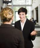женщина переговора Стоковые Фото
