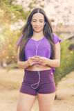 Женщина перед фитнесом и тренировкой Стоковое фото RF