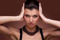 женщина перлы ожерелья ювелирных изделий роскошная Стоковая Фотография