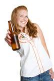 женщина пива выпивая Стоковые Изображения RF