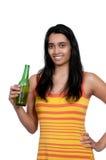 женщина пива выпивая Стоковая Фотография RF