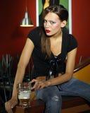 женщина пива Стоковые Фотографии RF