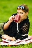 женщина пикника Стоковые Фотографии RF