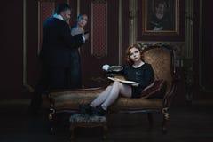 Женщина пишет книгу стоковое фото rf