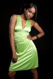 женщина платья зеленая Стоковые Фотографии RF