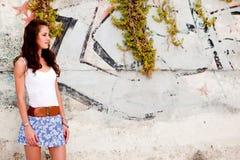 Женщина пляжа надписи на стенах Стоковые Изображения RF