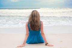 женщина пляжа стоковая фотография rf