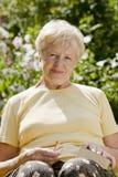 женщина пожилых людей книги Стоковая Фотография