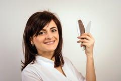 Женщина показывая инструменты стоковые фотографии rf