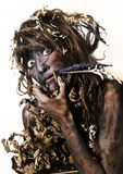 Женщина покрашенная телом есть солому Стоковые Фотографии RF