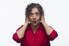 Женщина покрывая ее уши, горизонтальные Стоковое фото RF