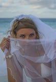 Женщина покрывая ее faace с вуалью Стоковые Изображения