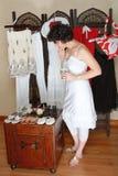 женщина покупкы ботинка Стоковые Изображения