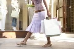 женщина покупкы ног s Стоковая Фотография