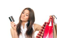 женщина покупкы удерживания кредита карточки мешков Стоковое фото RF