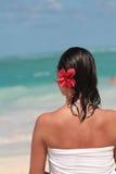 женщина полотенца пляжа Стоковое фото RF