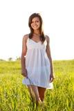 женщина поля зеленая Стоковая Фотография RF