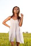 женщина поля зеленая Стоковое Фото