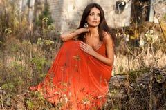 женщина померанца платья Стоковое Изображение