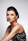 женщина портрета исключительного золота серьги роскошная Стоковое Фото