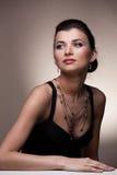 женщина портрета исключительных ювелирных изделий роскошная Стоковое Фото