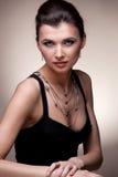 женщина портрета исключительных ювелирных изделий роскошная Стоковые Изображения