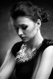 женщина портрета neclacke черного золота белая Стоковое Изображение