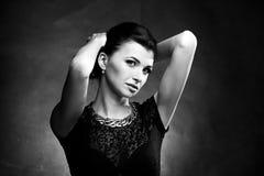женщина портрета neclacke черного золота белая Стоковые Фото