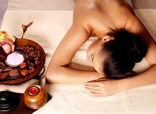Женщина после массажа в салоне курорта Стоковое фото RF