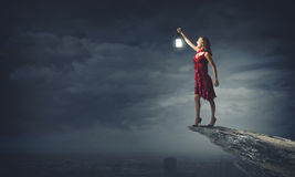 Женщина потерянная в темноте Стоковые Фото