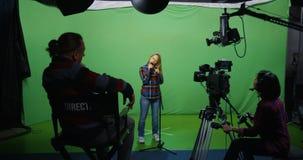 Женщина поя на прослушивании акции видеоматериалы