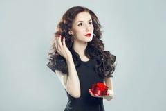 женщина подарка коробки Стоковое фото RF