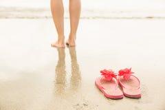 Женщина полоща в море Стоковое Изображение