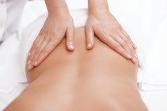 Женщина получает назад массаж Стоковое Изображение RF