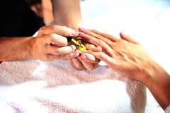 Женщина получая маникюр Стоковые Изображения RF