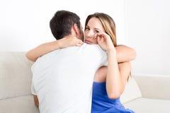 Женщина получая объятие пока плачущ Стоковые Изображения RF