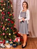 Женщина получая подарки под рождественской елкой Ретро изображения стиля Стоковое фото RF