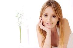 женщина предпосылки красивейшая белая Стоковая Фотография